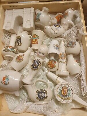 18 Pieces Of Crested Ware Some Rare, Arcadian, Willow Art Etc • 100£