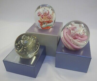 3 Glass Bubble Paperweights, Various Colours • 17.99£
