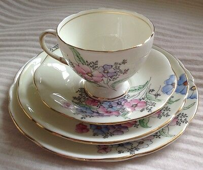 VINTAGE FOLEY E B & Co CHINA TRIO With Extra Side Plate V2053 Made In England • 24.95£