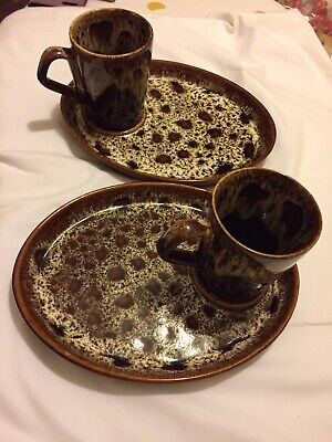 Vintage Fosters  Brown Pottery. Cornwall.  2 Mugs And Sandwich Biscuit Plates • 25£