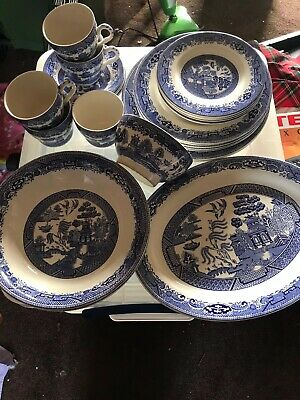 CHURCHILL BLUE WILLOW 26 Pieces OF STAFFORDSHIRE DINNER SET • 25£