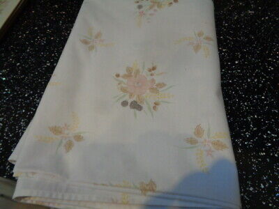 Boots Hedge Rose Tablecloth  • 25£