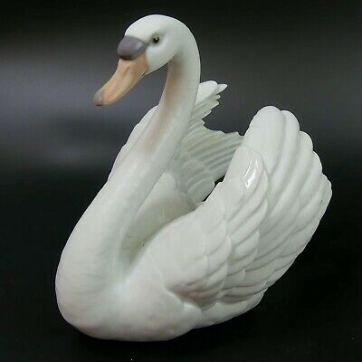 Large Lladro Fine Porcelain Swan #5231 With Wings Spread Figure • 52£