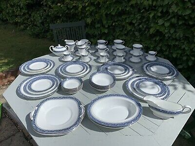 Aynsley Blue Mist Dinner Service Excellent Condition • 300£