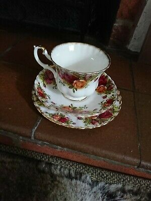 1 - Royal Albert Bone China Old Country Roses Tea Set Cup, Saucer & Side Plate • 2£