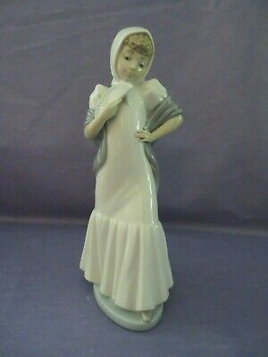 Nao  Girl Maiden With Shawl Holding A Fan • 7.99£