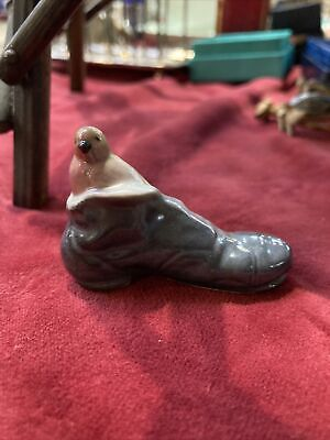 Vintage Miniature Branksome Pottery - Bird - ROBIN SITTING IN A SHOE /  BOOT • 12£