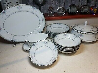 Contemporary Fine China By Noritake Dearest Pattern Dinner Set • 50£