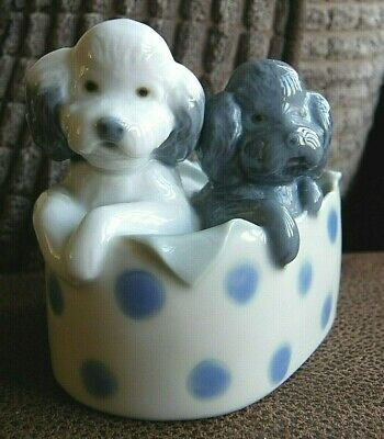 Nao By Lladro Figure 'Poodles And Dots' (Retired) • 20£