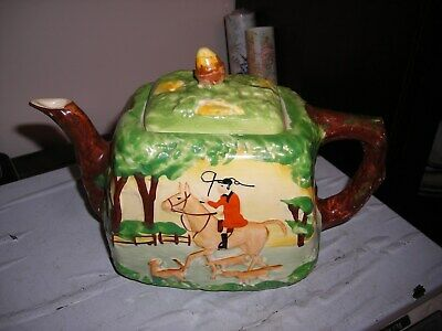 Painted Tea Pot Depicting Huntsman And Hunting Hounds Marked 325 England • 5.99£