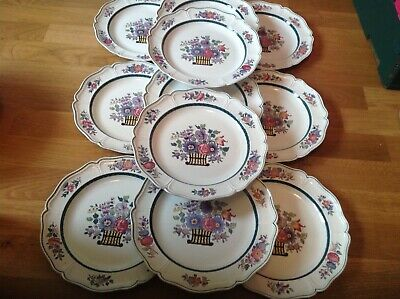 Wedgwood Etruria Floral Pattern A6793 ( 11 Scalloped Dinner Plates 25.5cm ) • 89.99£