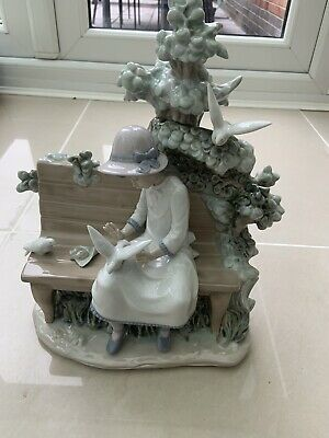 RARE LARGE LLADRO NAO DAISA FIGURINE GIRL SITTING ON BENCH WITH DOVES 33 Cm  • 60£