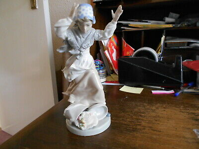 Nao Figure Of Lady Dropping Her Hat Box With Hands In The Air 23cm (9.25 ) Tall • 10£