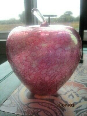 Heron Glass Large Cranberry Iridescent Glass Apple. • 5£