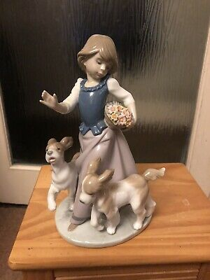 Lladro Figurine - Young Girl With Basket Of Flowers & 2 Dogs • 5£