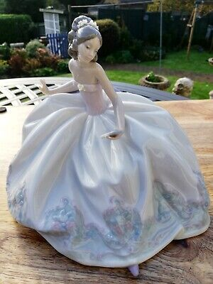 Superb Lladro Porcelain #5859 At The Ball Figurine, 1991, Mint • 210£
