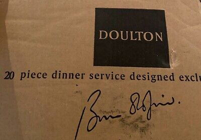 Doulton China 20 Piece Dinner Service 2004 RD • 35£