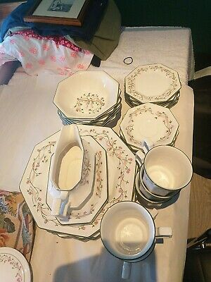 Johnson Brothers 32 Pc Dinner Set • 25£