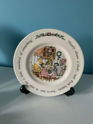 Winnie The Pooh Plate And Stand • 0.99£