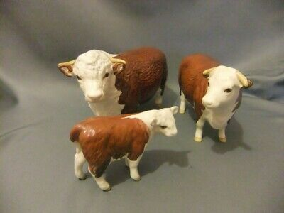 Beswick Hereford Family Group Of The Bull, Cow And Calf • 250£