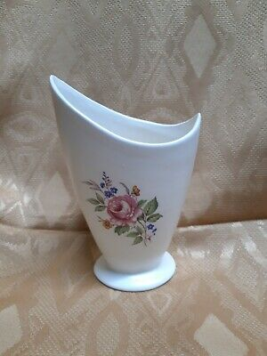 Axe Vale Devon. Vintage, Abstract Stem Vase. Beautiful, Immaculate.  • 4£
