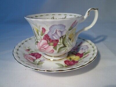 Vintage Royal Albert 'Flowers Of The Month' Cabinet Cup & Saucer - APRIL. • 5£