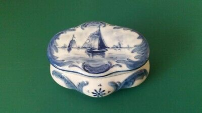 Blue And White Trinket Box In The Style Of Delft  • 2.40£