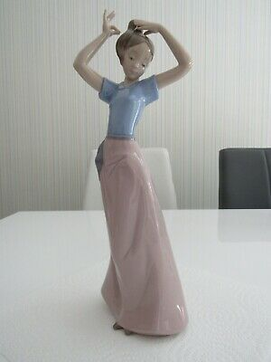 Nao, Lladro Figurine -girl With Long Dress • 6.50£