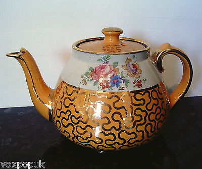 Beautiful Vintage Teapot Gold Leaf And Floral Detail • 24£
