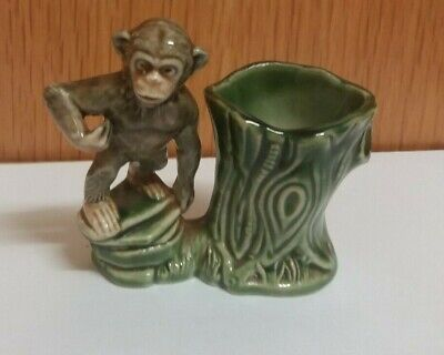Vintage  Wade  Porcelain   Monkey  With  Green  Tree  Stump • 1.99£