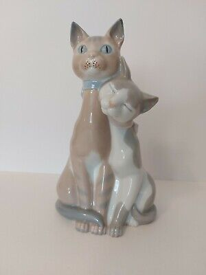 Spanish Porcelain: Two Grey And Beige Sitting Cuddling Cats In A Lladro Style. • 35£