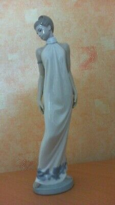 Tall Very Elegant Nao Lady In Classic Pose  Perfect Condition Superbly Fashioned • 40£
