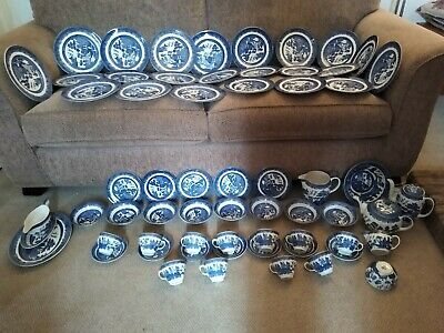 Large Quantity Of Johnsons Brothers Willow Pattern Blue And White Pottery. • 100£