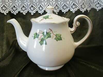 VINTAGE COLCLOUGH CHINA IVY  LEAF TEAPOT HOLDS APPROX 1.75pts • 19.50£