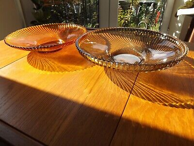 Decorative French Glass Bowls - Unmatched Pair • 0.99£