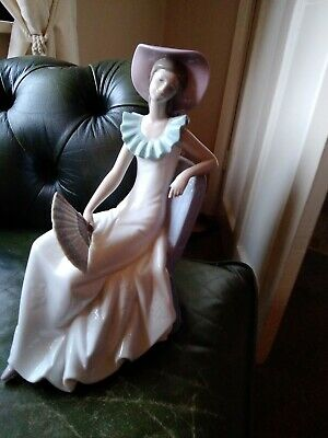 Lladro Nao  Large Sitting Lady With Fan  1250 A/f • 13£