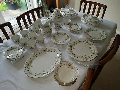 Royal Doulton Strawberry Cream Fine China Dinner Set  50 Piece Vintage 1970's • 140£