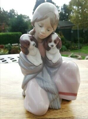 LLADRO #6626 Young Girl & Dogs Snuggle Figurine, Retired, Mint  • 40£