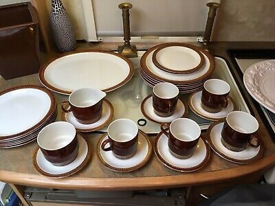 Poole Pottery Part Dinner Service • 36£