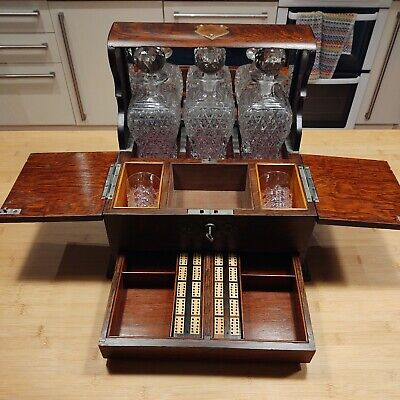 Tantalus With Cribbage Boards, Glasses And Decanters • 21£