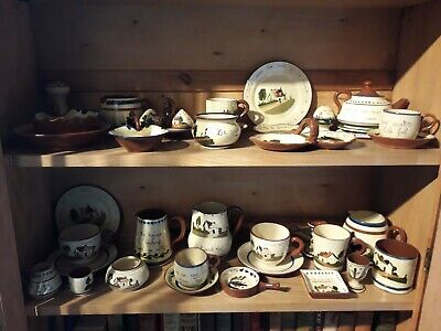 Devon Pottery - Charming Collection Of 39 Pieces • 275£