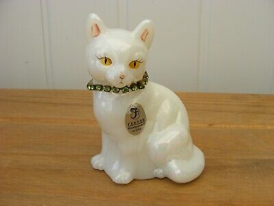 FENTON HANDPAINTED PEARLY WHITE CAT WITH GREEN STONE COLLAR By P.FLEAK • 10£