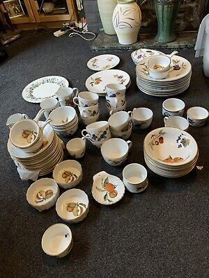 ROYAL WORCESTER Evesham Gold Mixed Set Of Old And New • 41£