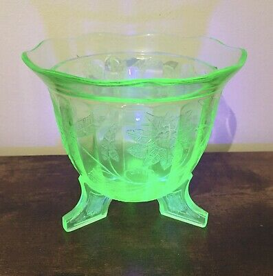 Rare Green Depression Glass Three Footed Jeannette Floral Vase Poinsettia Etched • 197£