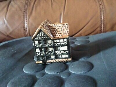 Rare Tey Pottery Queen Elizabeth's Hunting Lodge Epping • 20£