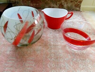 **Red Retro Items Two Glass  Vase/ Bowls Tiny Chip In One. Melamine Jug £4 Lot  • 4£