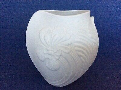 Kaiser White Bisque Porcelain Vase Decorated With Hibiscus Sign M . Frey Wedding • 12£