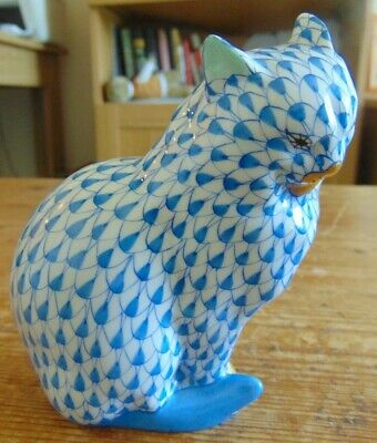Vintage Herend Handpainted Blue & White Patterned Cat Figurine With Gilded Paws  • 99.99£
