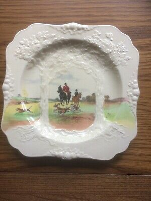 Royal Doulton Square Hunting Scene Wall Plate. • 25£