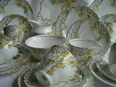 Lovely Plant Tuscan Vintage Bone China 21 Piece Tea Set / Service • 60£